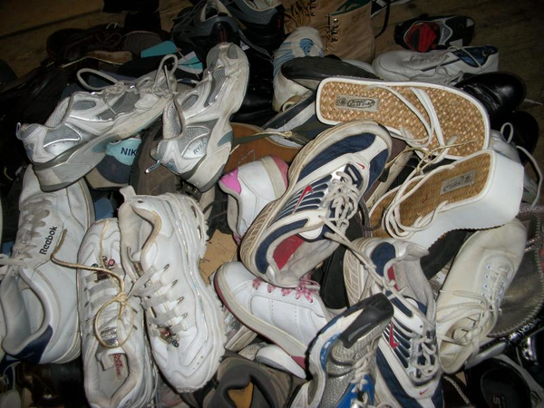 image of wholesale used shoes and sneakres