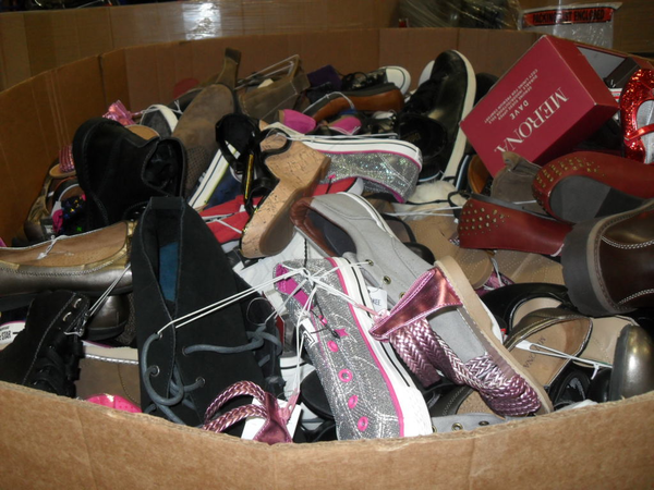 image of wholesale used shoes in pallets